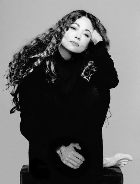 Entrevista a Ángela Becerra en Asuntos de Mujeres